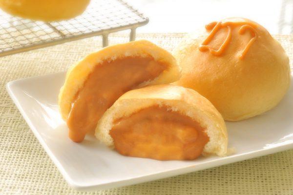 Thai tea custard bread