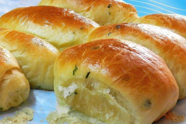 Garlic Bread Dinner Rolls